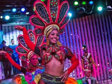 Tours in Cuba - Le Parisien Cabaret Premium